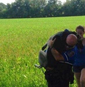 policeman saves shepherd